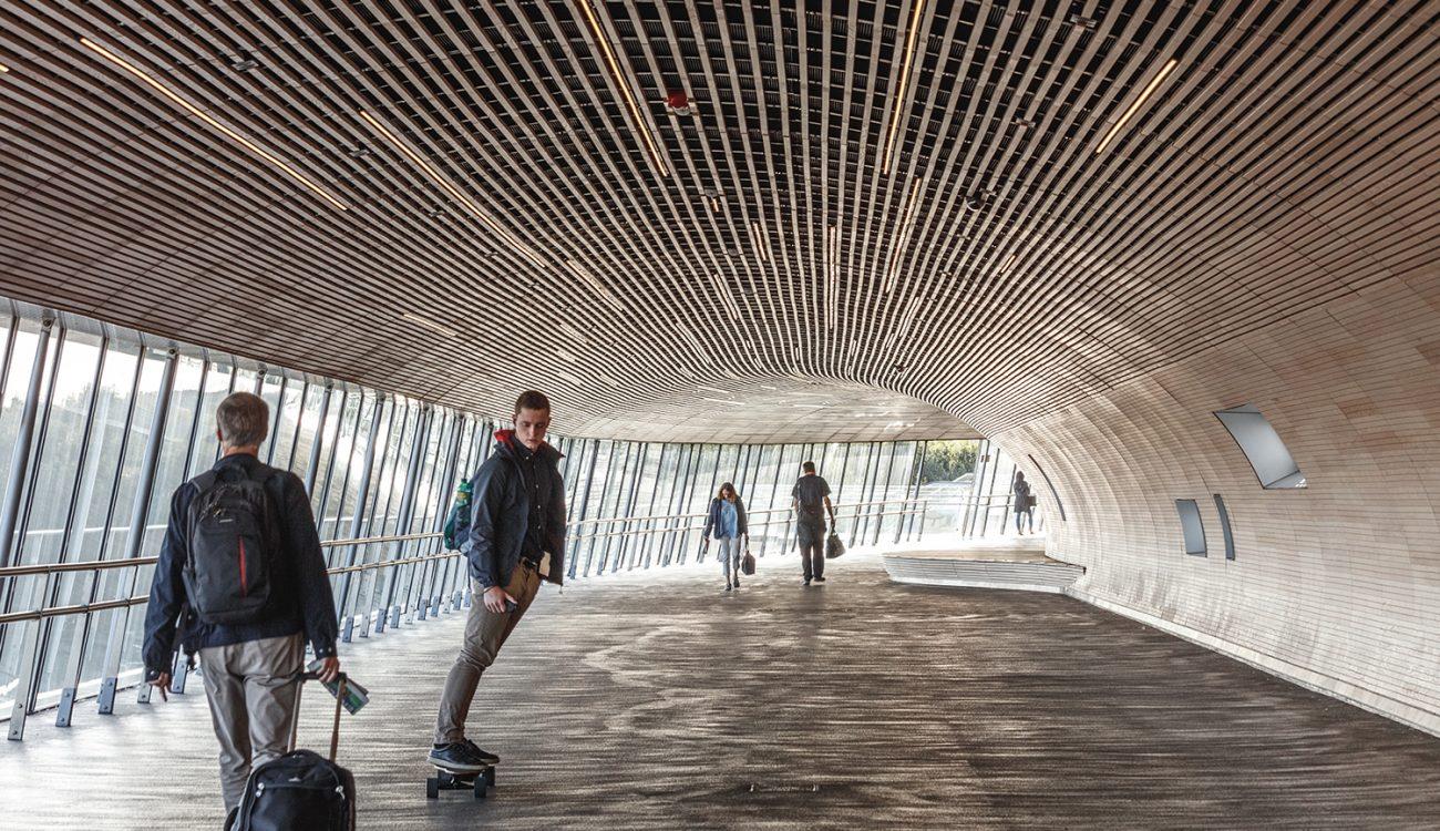 laudescher realisation koge north station plafond habillage mural bois