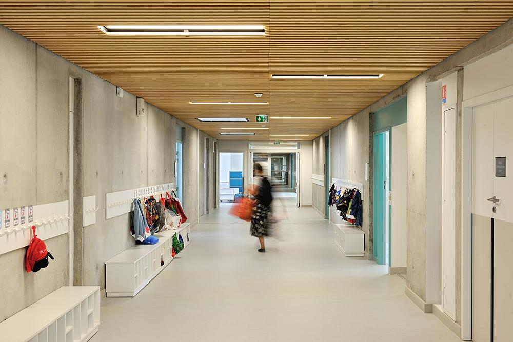 laudescher réalisation plafond bois acoustique groupe scolaire berliet