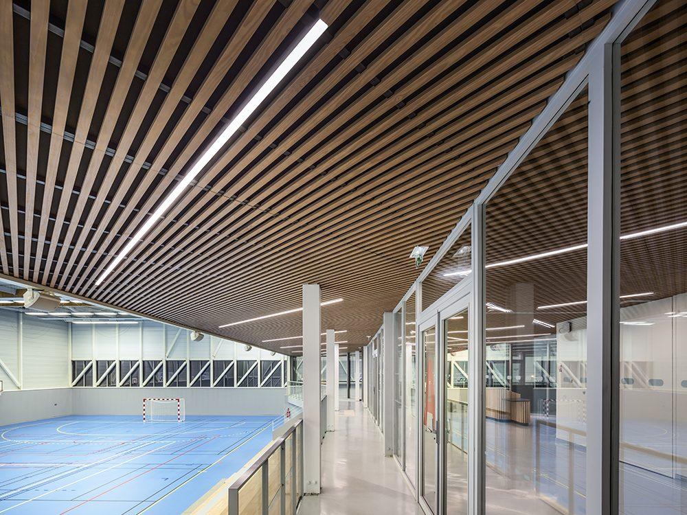 laudescher réalisation plafond bois acoustique gymnase plouha