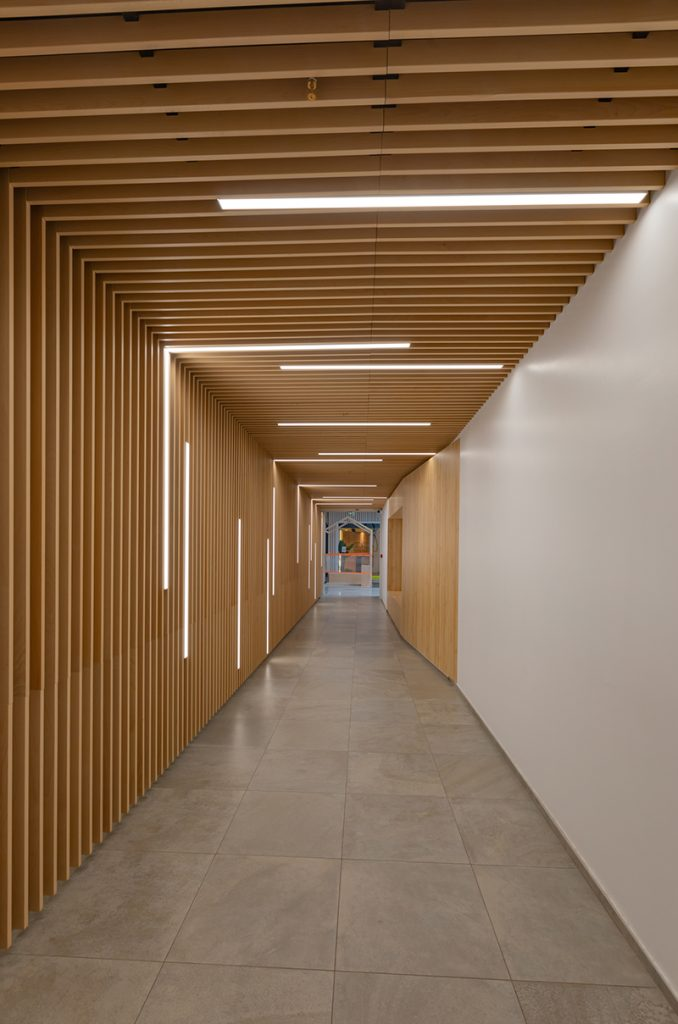 laudescher realisation plafonds habillage mural bois acoustique centre commercial saint georges